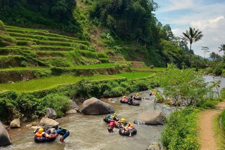River Tubing di Desa Wisata Sindangkasih Garut
