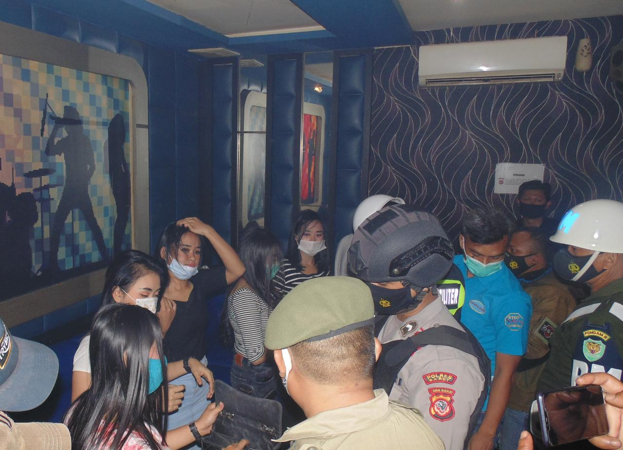 Oprasi Razia Tempat Hiburan Malam Garut: Charly, Blue Ice, Caki, Genesis, Milan dan Cargo-Tiga Orang Pengunjung Ditest Urine BNN Garut